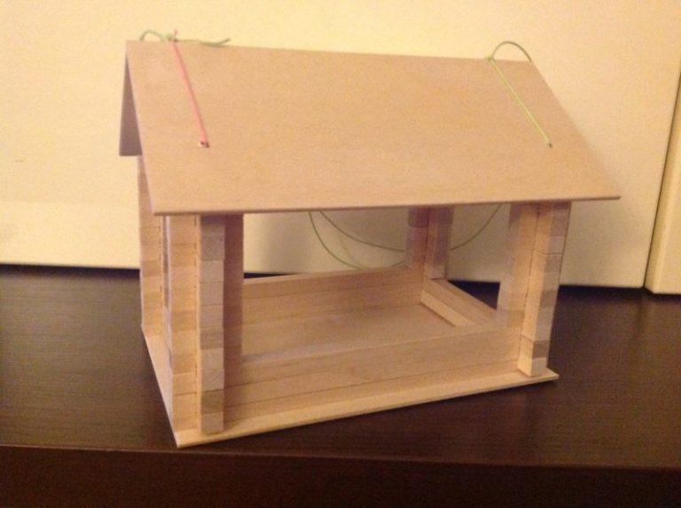 Как сделать кормушку для птиц из фанеры?