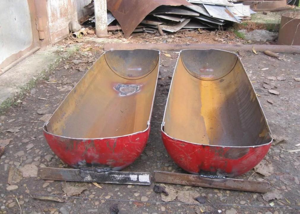 Изготовление корыта для свиней из газового баллона