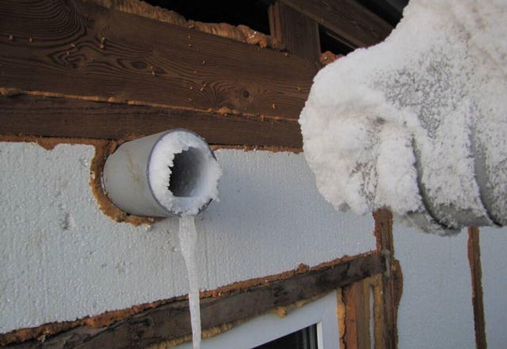 Налет на вентиляционной трубе зимой